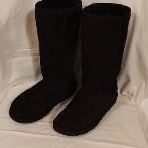UGGs black size ,7